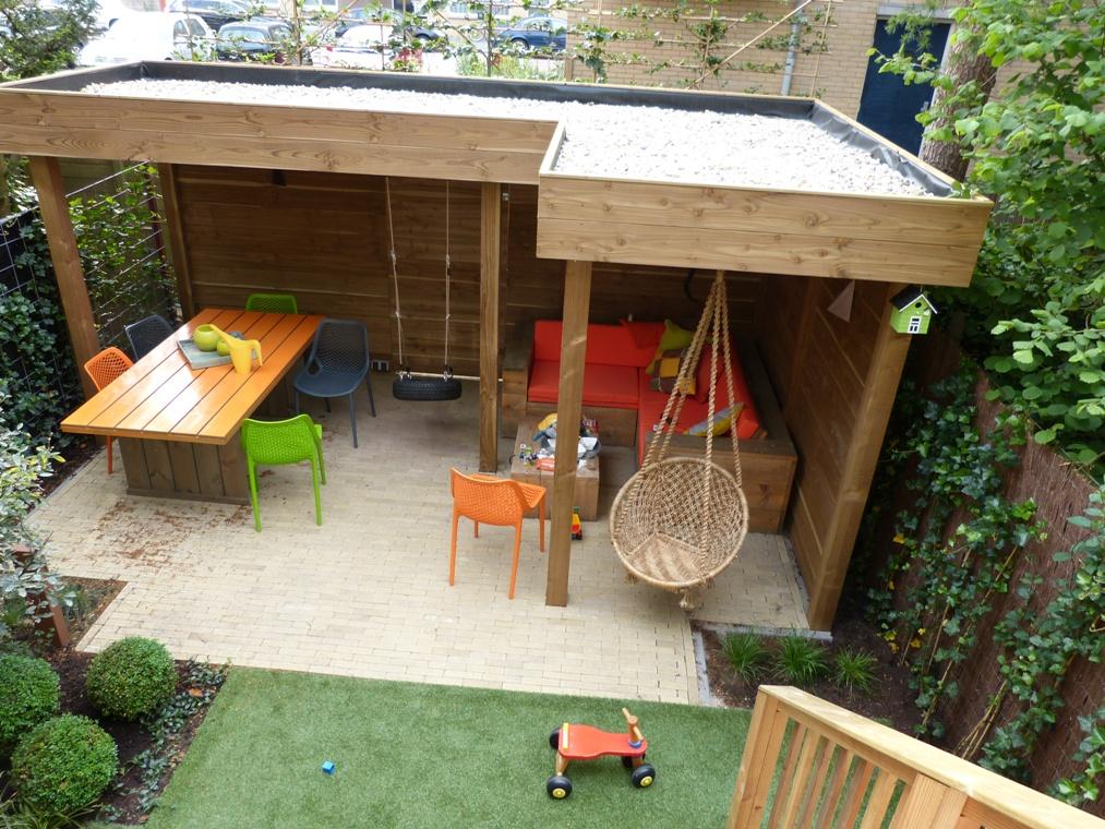 Een lager gelegen tuin bij een herenhuis in Rotterdam