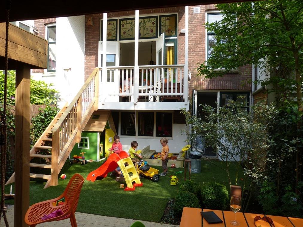 De rest van de tuin werd voor de jongens.