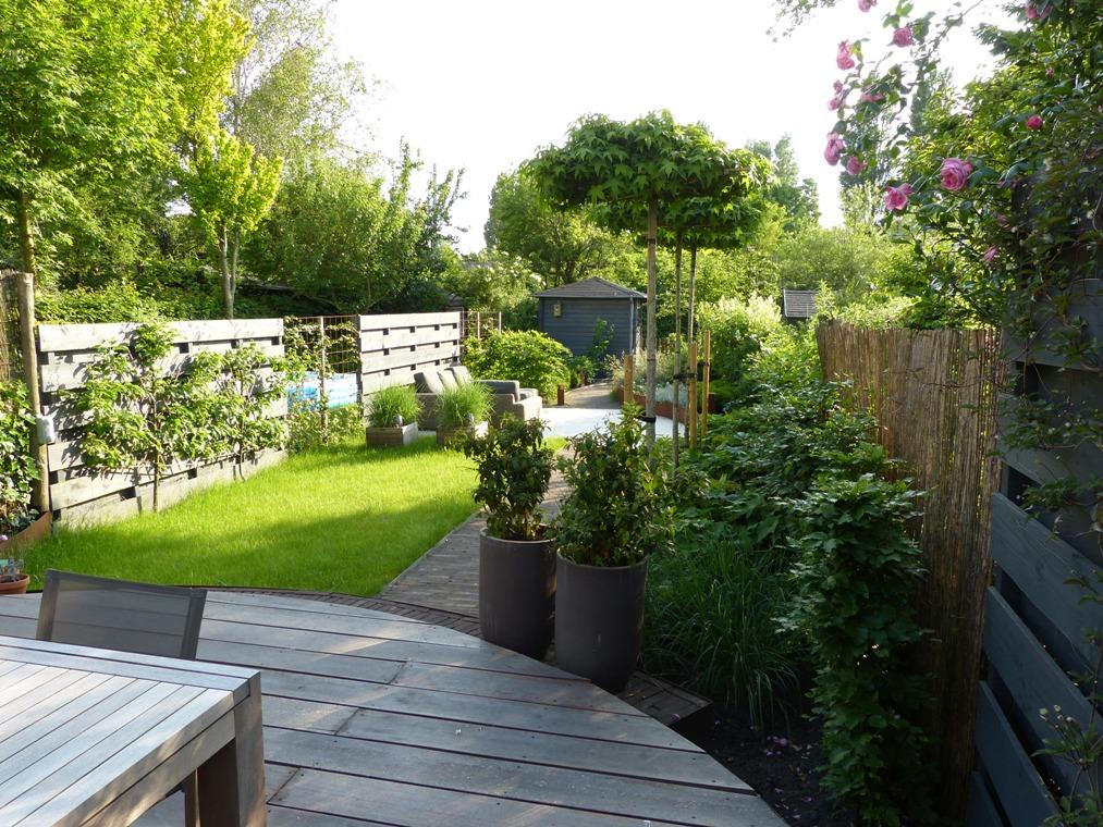 De wensen waren bescheiden, de vorm van de tuin was een uitdaging.