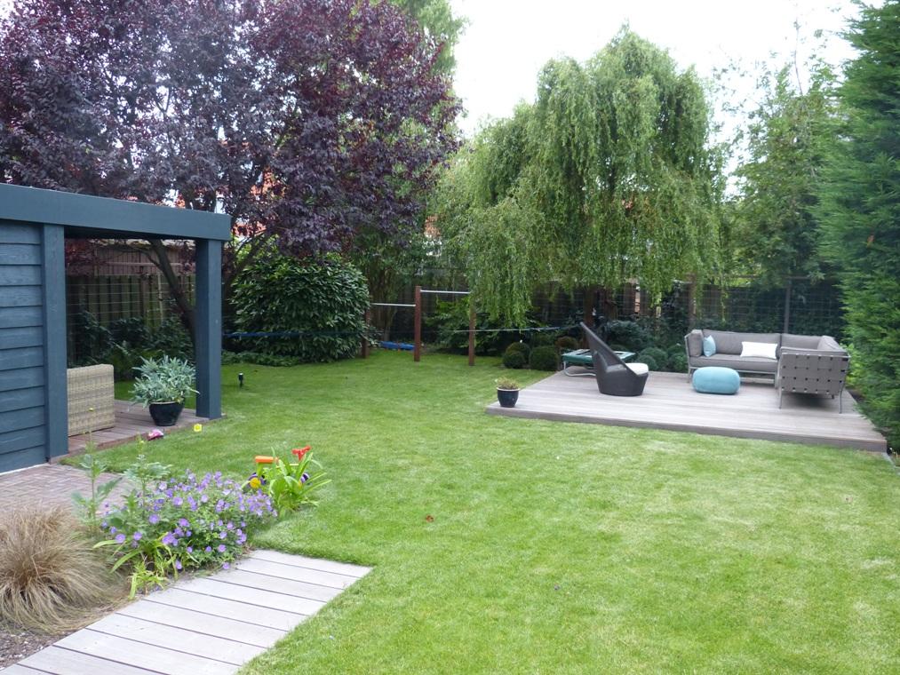 Een groene tuin in Badhoevedorp.