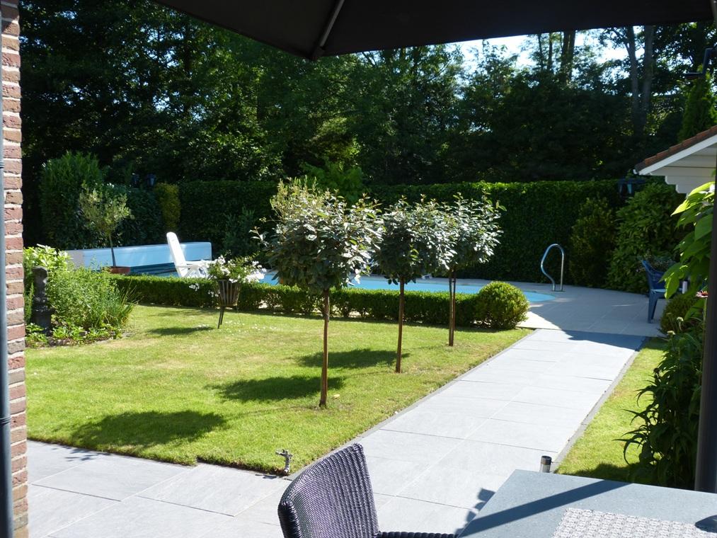Het terras past nu beter bij de ruimtelijke tuin.