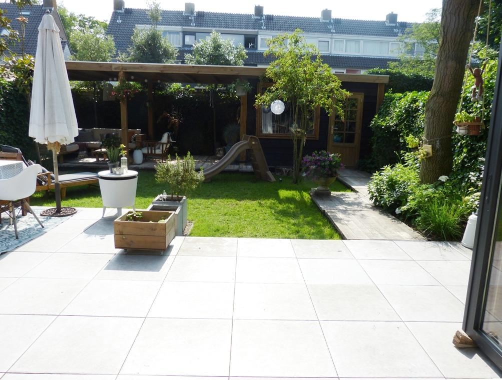 Steenschotten onder een veranda in Haarlem