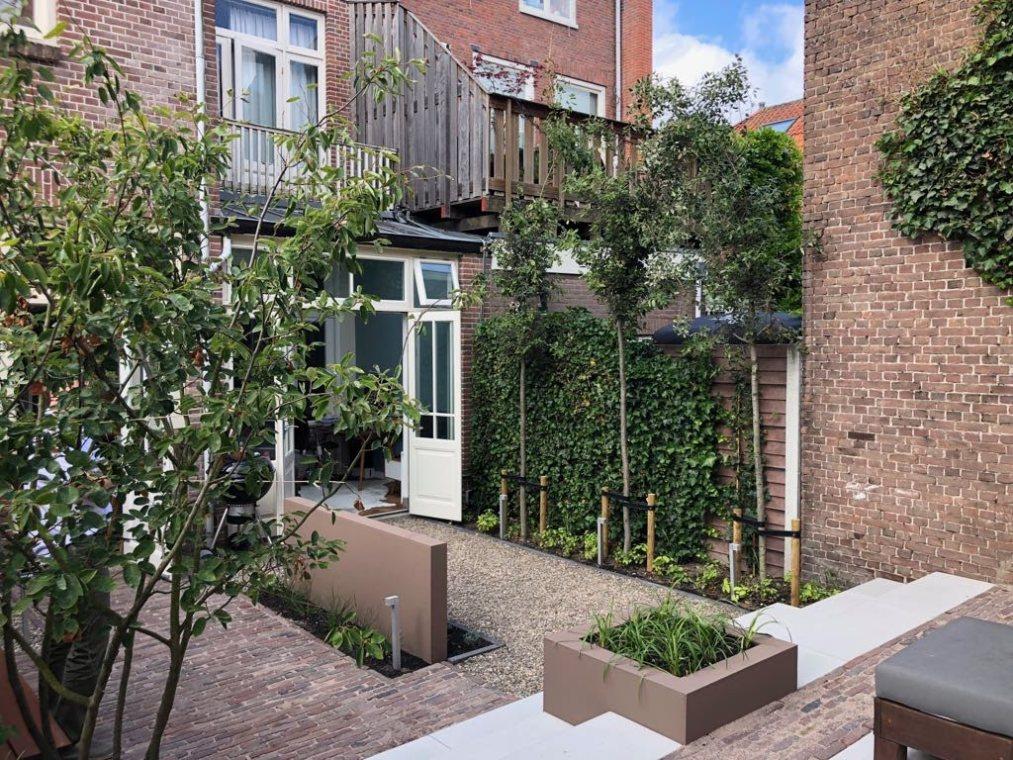 Een ommuurde stadstuin in hartje centrum van Haarlem