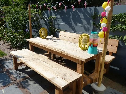Picknicktafel met lampjes