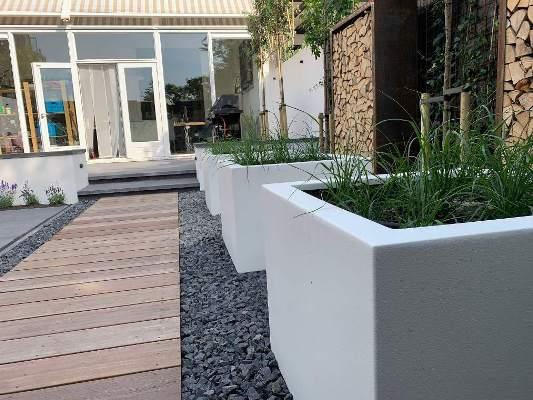 Witte plantenbakken