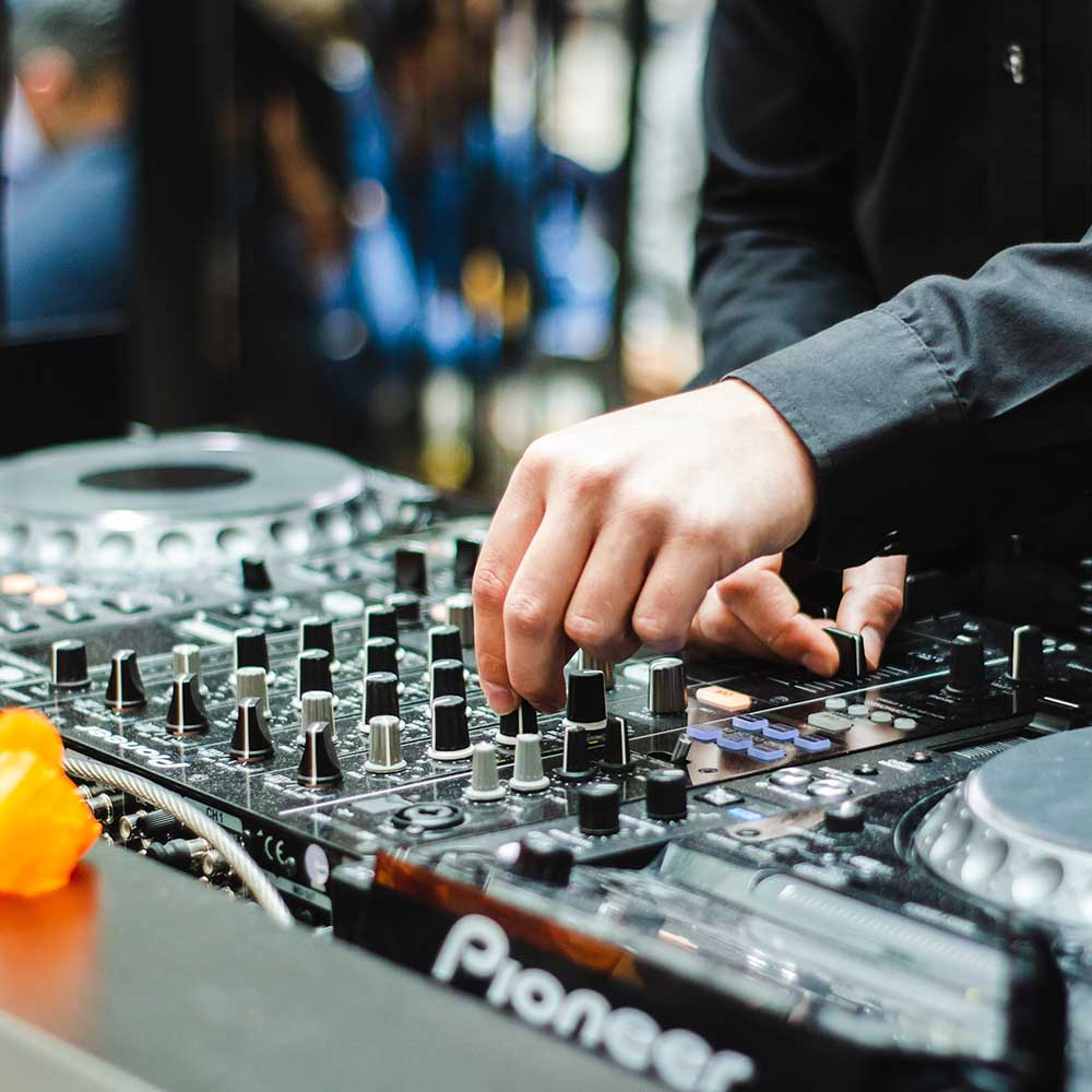 Learn how to become a mobile DJ!