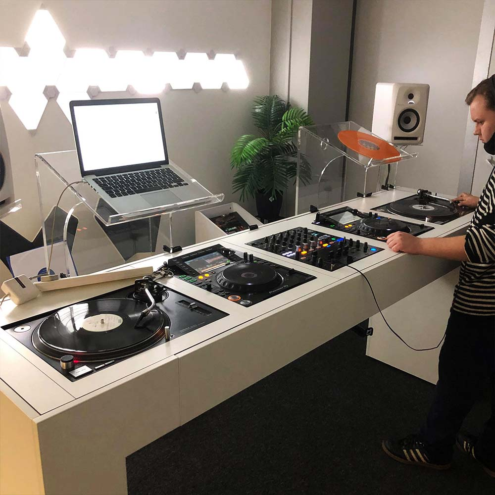 Compare DJ Courses At London Sound Academy