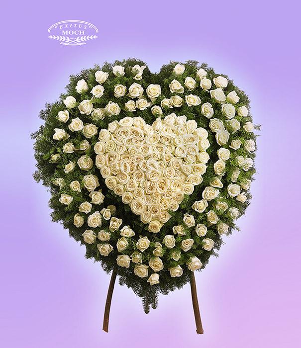 Wieniec z róż w kształcie serca biały