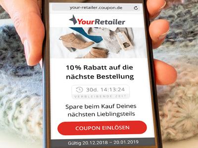 Ein mobiler Coupon mit Rabatt für den Retail-Bereich wird auf einem Smartphone direkt an der Kasse vorgezeigt.