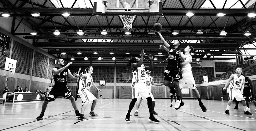 Basketballspieler. Basketball Club vermarktet erfolgreich Resttickets per SMS.
