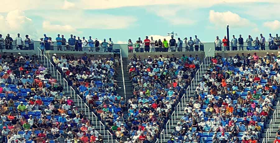 Zuschauer Tennis. Messaging-Lösungen für den Sport, Ticket-Promotion, Merchandising-Rabatte etc.