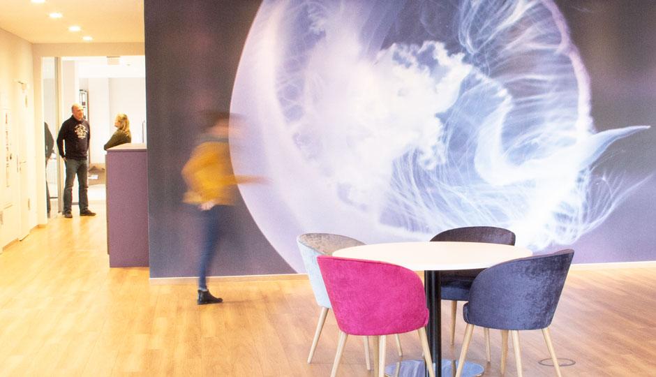 Die riesigie Qualle in der Lounge von LINK Mobility in der HafenCity