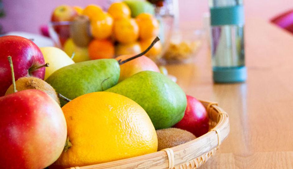 Zweimal in der Woche gibt's den Vitamin-Boost mit frischem Bio-Obst für die Mitarbeiter.