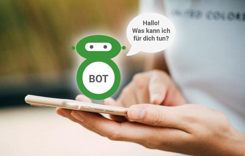 Chatbot mit Sprechblase über Hand, die Smartphone hält