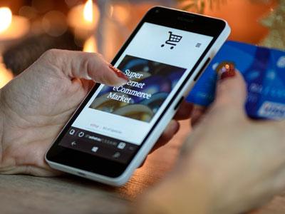 Shopping und Bezahlung via Smartphone und Kreditkarte