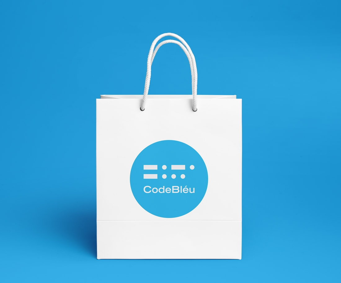 Shopping bag design that's very hard to ignore on the streets. © LET'S PANDA studio for CodeBléu