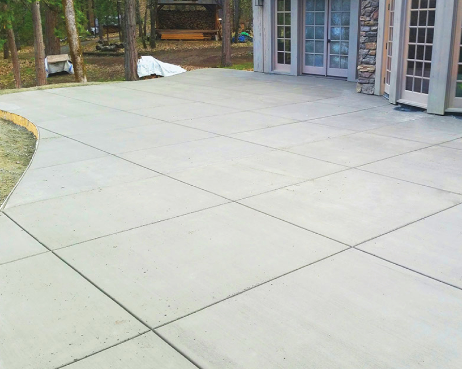 brushed-concrete-patio