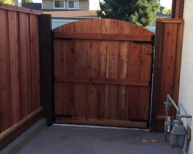 american-canyon-picture-frame-wide-box-frame-single-gate-with-arch