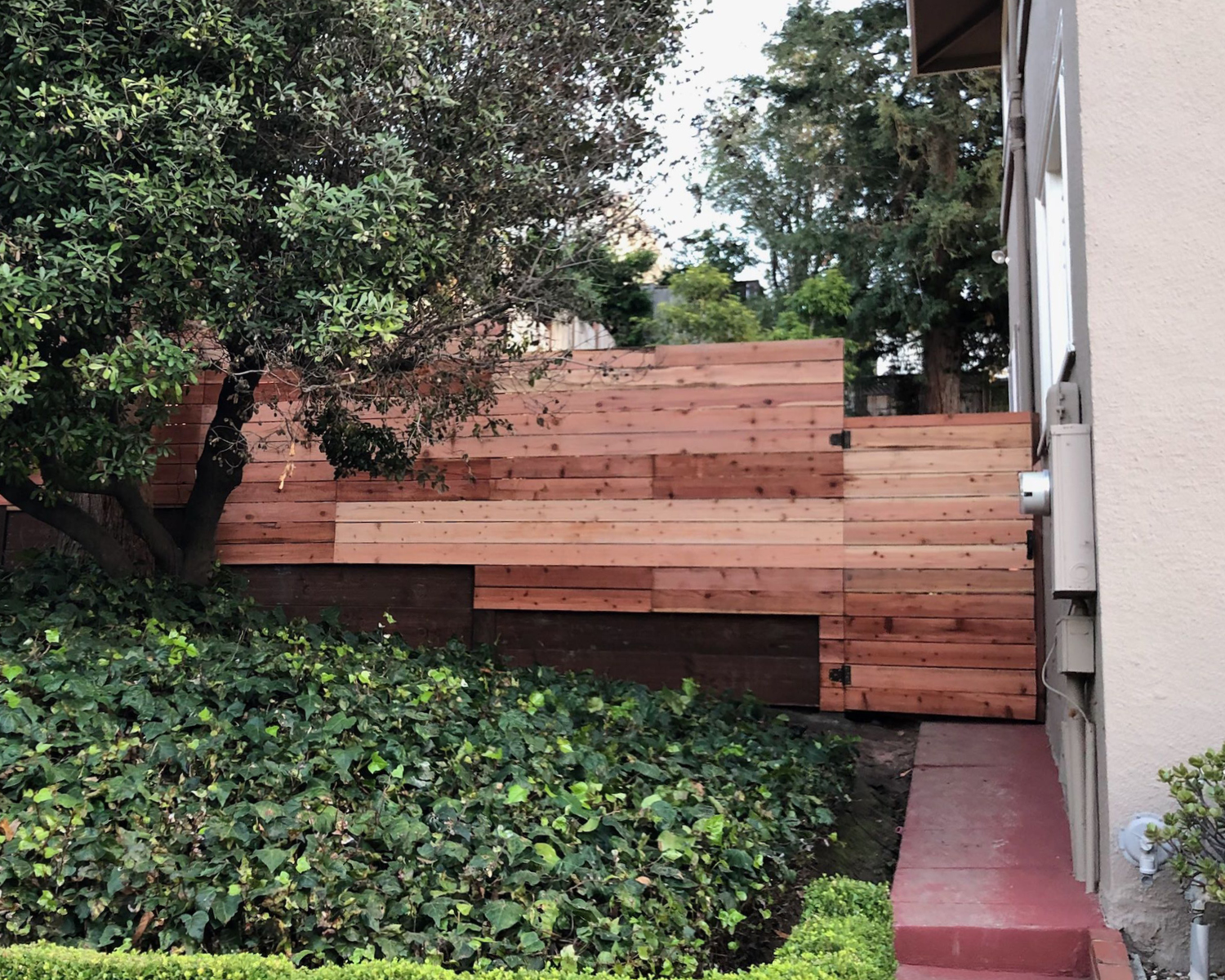 nail-up-horizontal-flat-top-with-an-integrated-2-retaining-wall