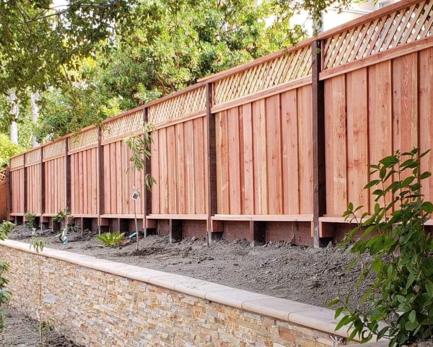 san-jose-ca-picture-frame-board-on-board-with-diagonal-lattice-and-an-integrated-1-retaining-wall