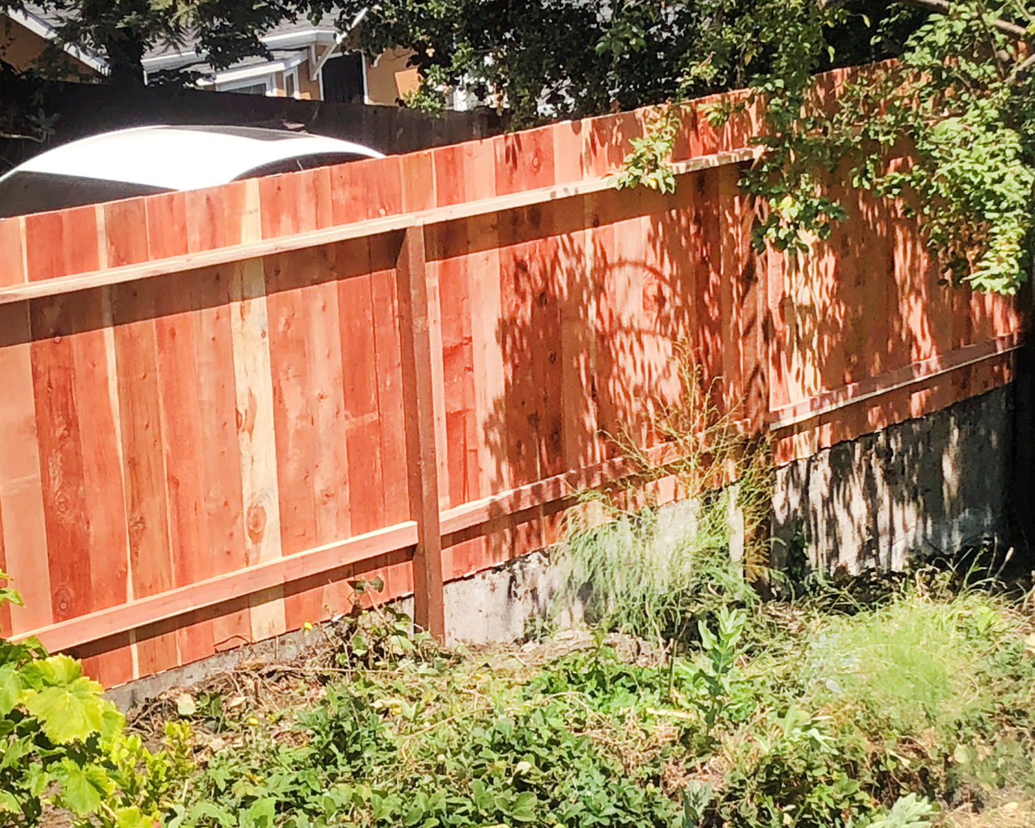 oakland-ca-nail-up-side-by-side-flat-top-on-concrete-retaining-wall-with-2-rails-backside