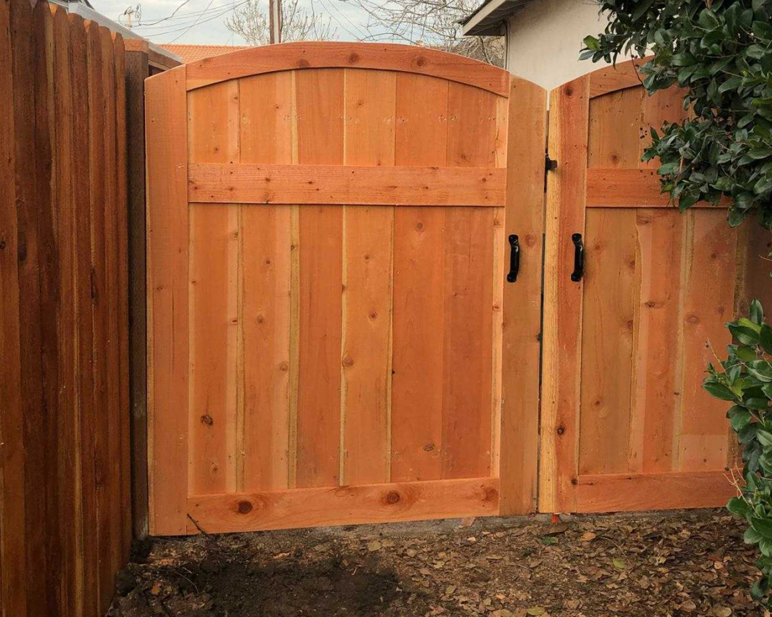 milpitas-ca-box-frame-double-gate-with-arch-top