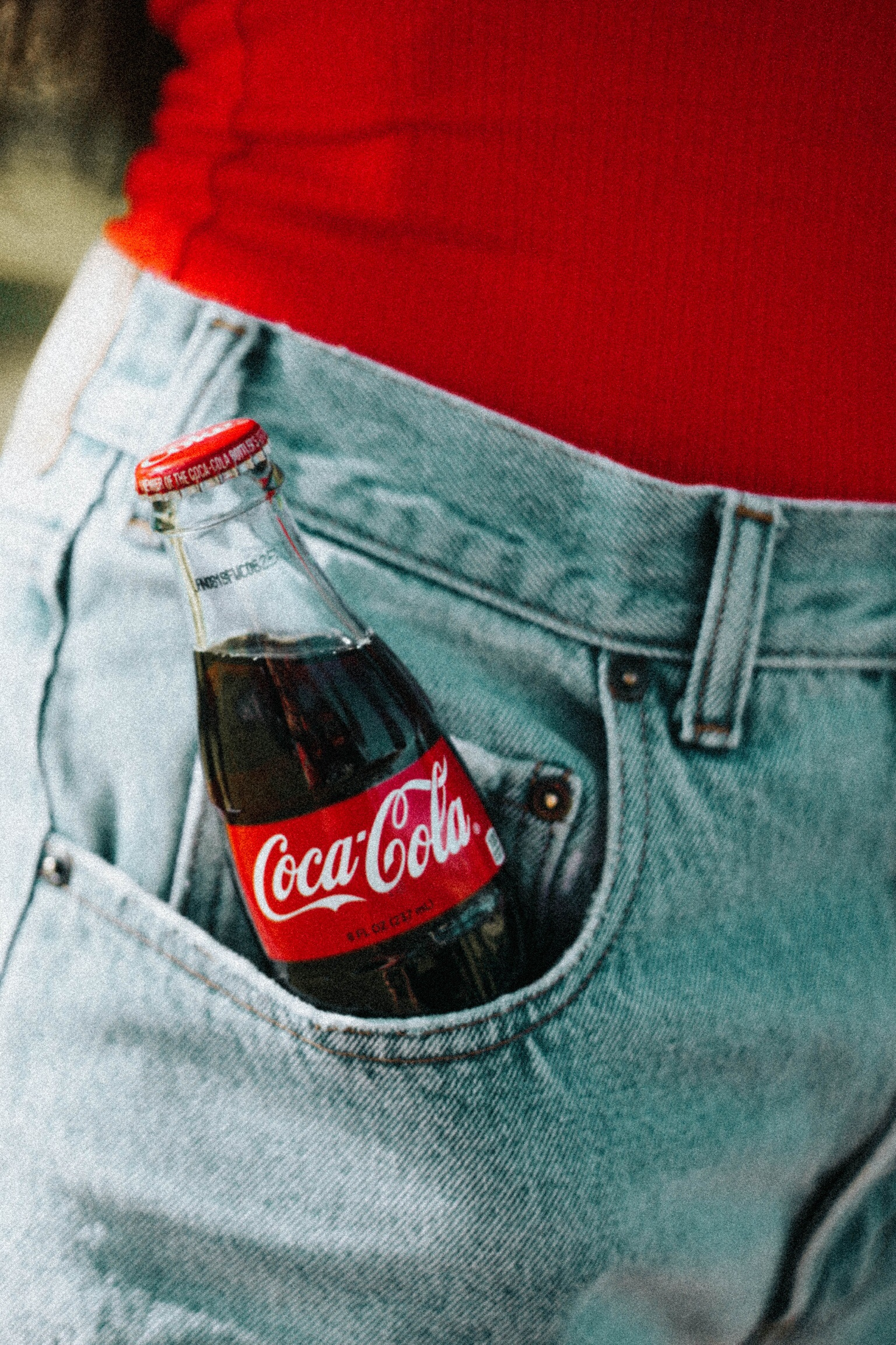 """<img alt=""""girl with a coca-cola bottle in her jean pocket"""">"""