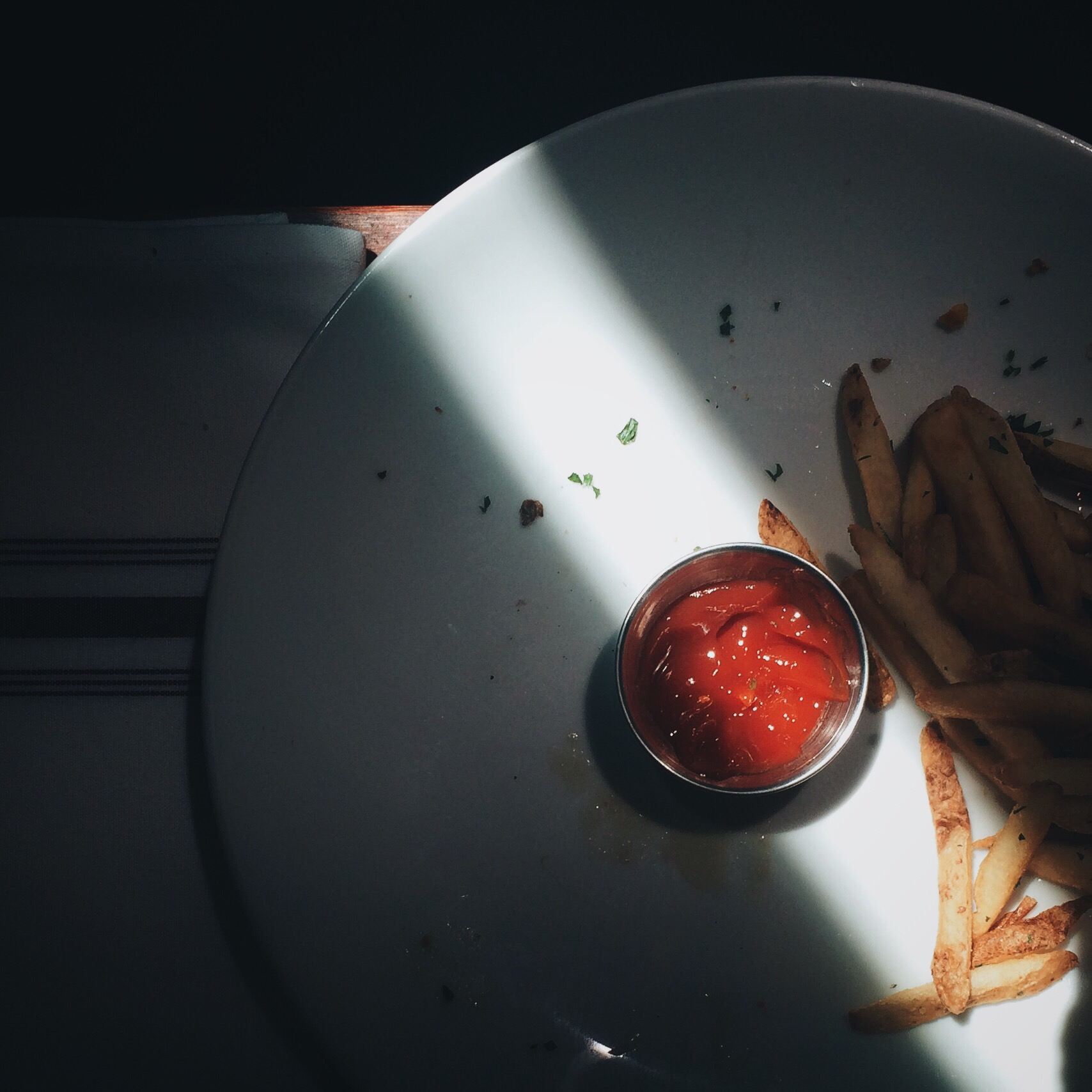 """<img alt=""""plate of fries and ketchup"""">"""