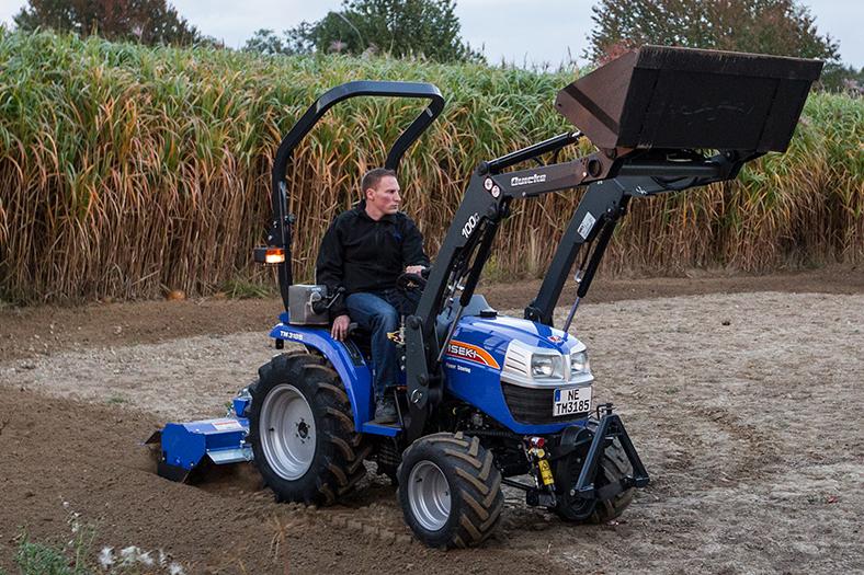 TM 3185 Allrad mit Frontlader und Bodenfräse