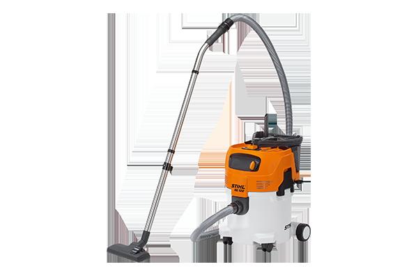 1,5 kW, 250 mbar, 3.700 l/min. Mit mehrstufigem Filtersystem, integrierter Zubehörbox und Saugrohrhalter. Wahlweise Nass- und Trockensaugen, Filterabreinigung, Filterelement/- sack, Lenkrollen mit Feststellbremse, Edelstahl- Handrohr mit Schnellkupplung.