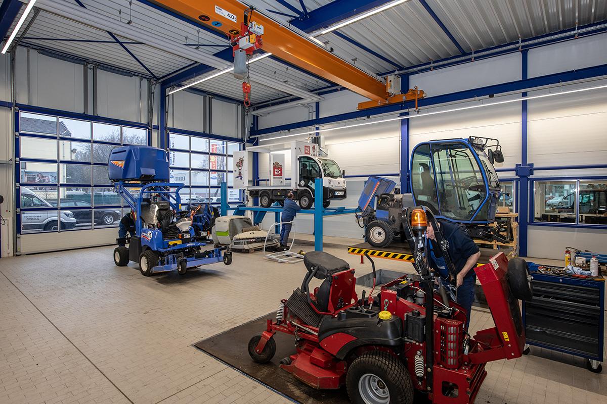 Modern ausgestattete Werkstatt um Reparaturen qualifiziert und wirtschaftlich durchzuführen
