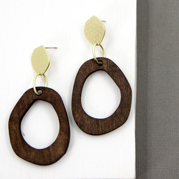 IRREGULAR CONTEMPORARY WOODEN HOOP WITH MATT GOLD POST