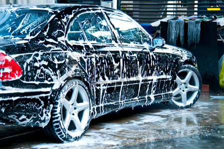 Dos lavaderos de autos en el Bronx son demandados por robo de salario