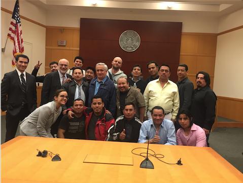 Trabajadores de Almacén Reciben Una Resolución Excelente en un Caso por Pago de Horas Extras