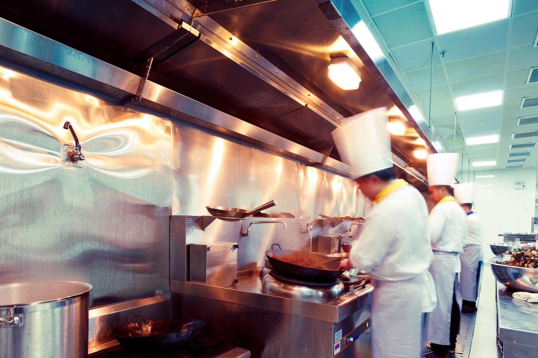 Restaurantes en Los Ángeles Pagaran $126K a 100 Empleados Tras Demanda Por Horas Extras del Departamento de Labor