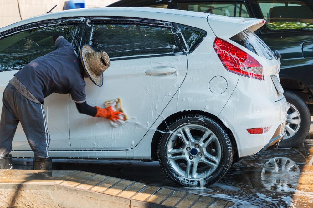 Trabajadores de Lavado de Autos deben $83,741 por Salarios por Horas Extras no Pagadas