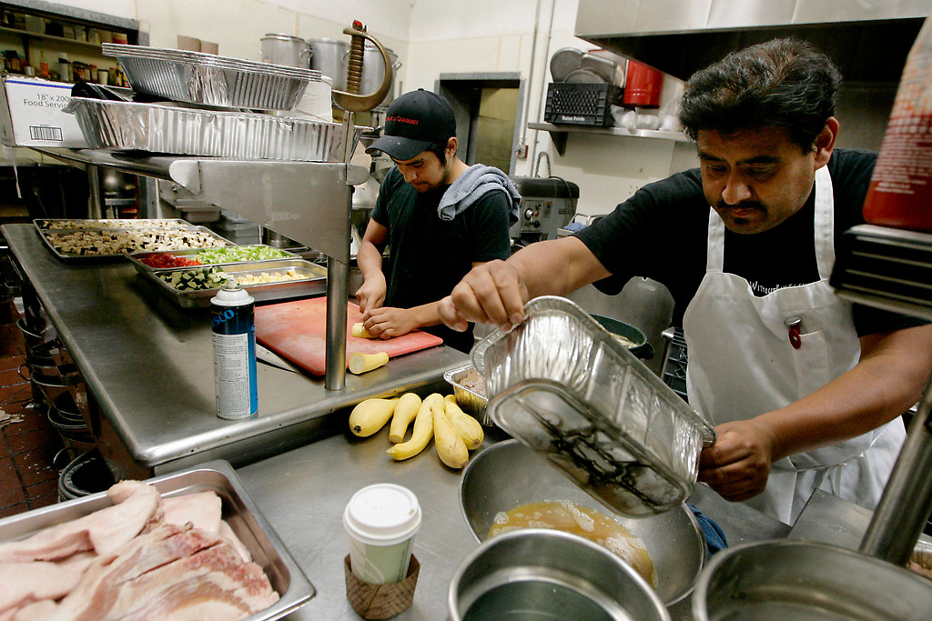 Trabajadores de Restaurante en Nueva Jersey Recuperan Miles de Dólares en Salarios Robados