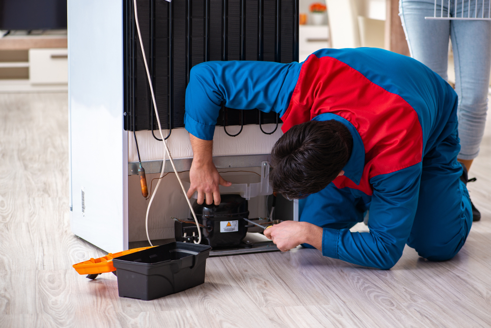 Trabajador de Refrigeración Mal Clasificado Recibió $45k por Horas Extras no Pagadas