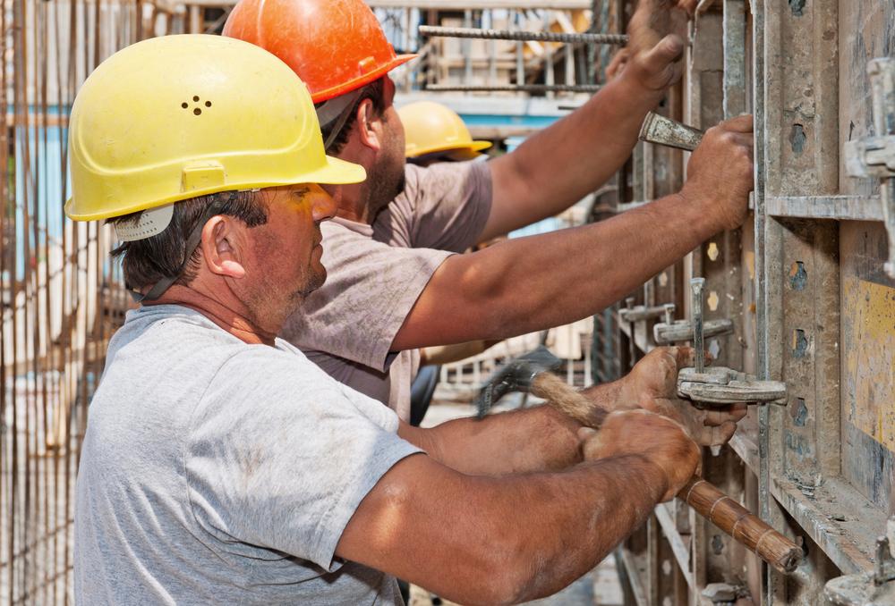 Trabajadores de Alivio de Desastres y Emergencias Robados de Pago de Horas Extras