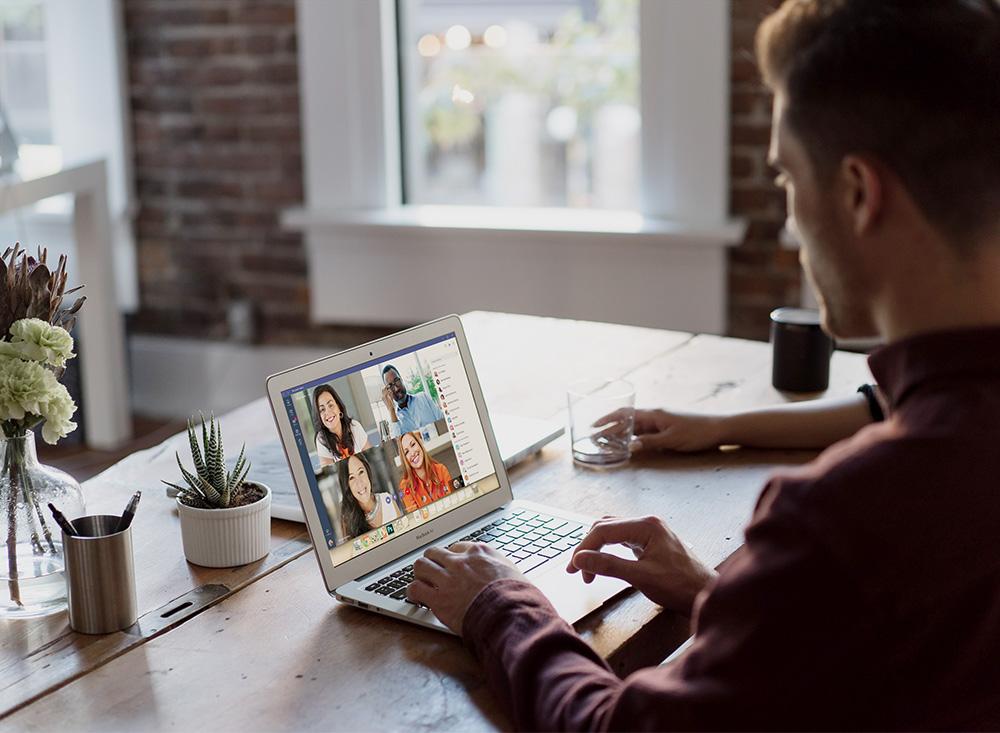 Videotelefonie mit Notebook im Home-Office
