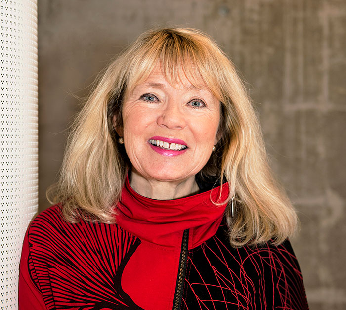 Eva Bratholm