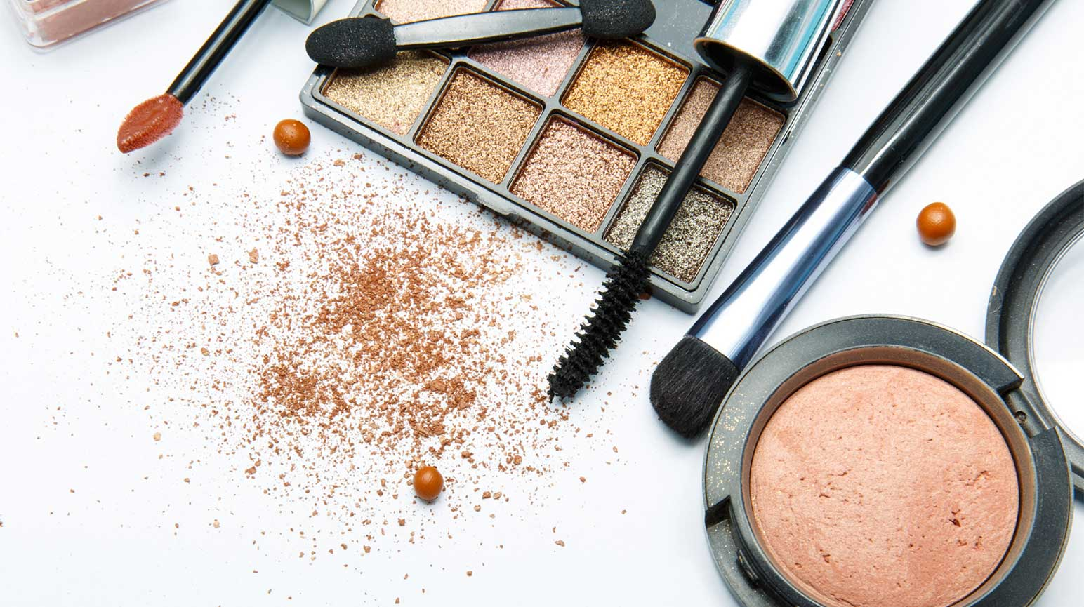 Eye Makeup Issues: The Dangers You Need To Know About