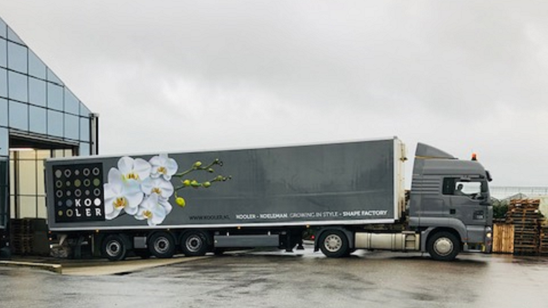Vrachtwagenbestickering : snel, sneller, snelst...