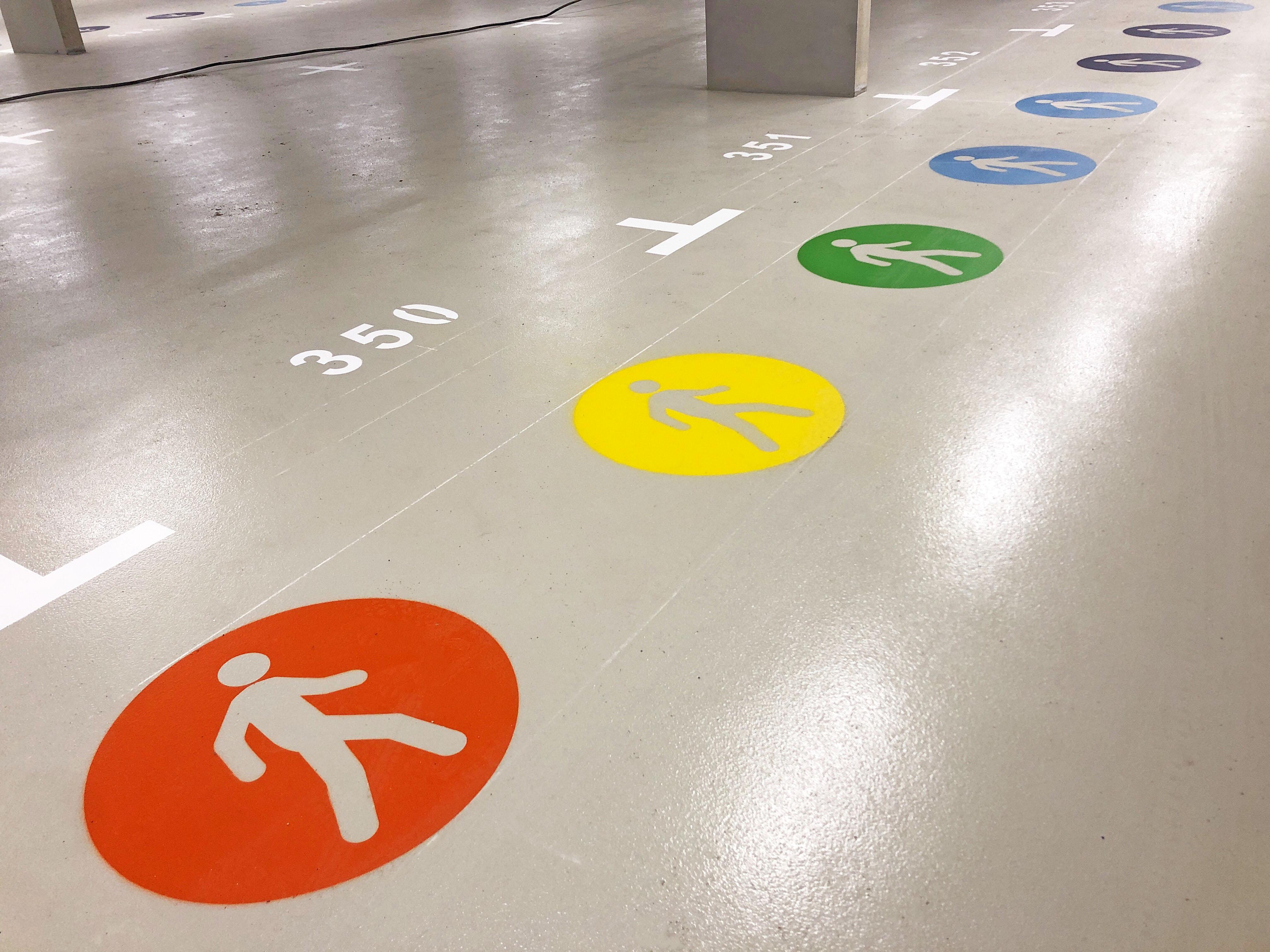 Vloermarkeringen FDS Signmakers voetgangers parkeernummers