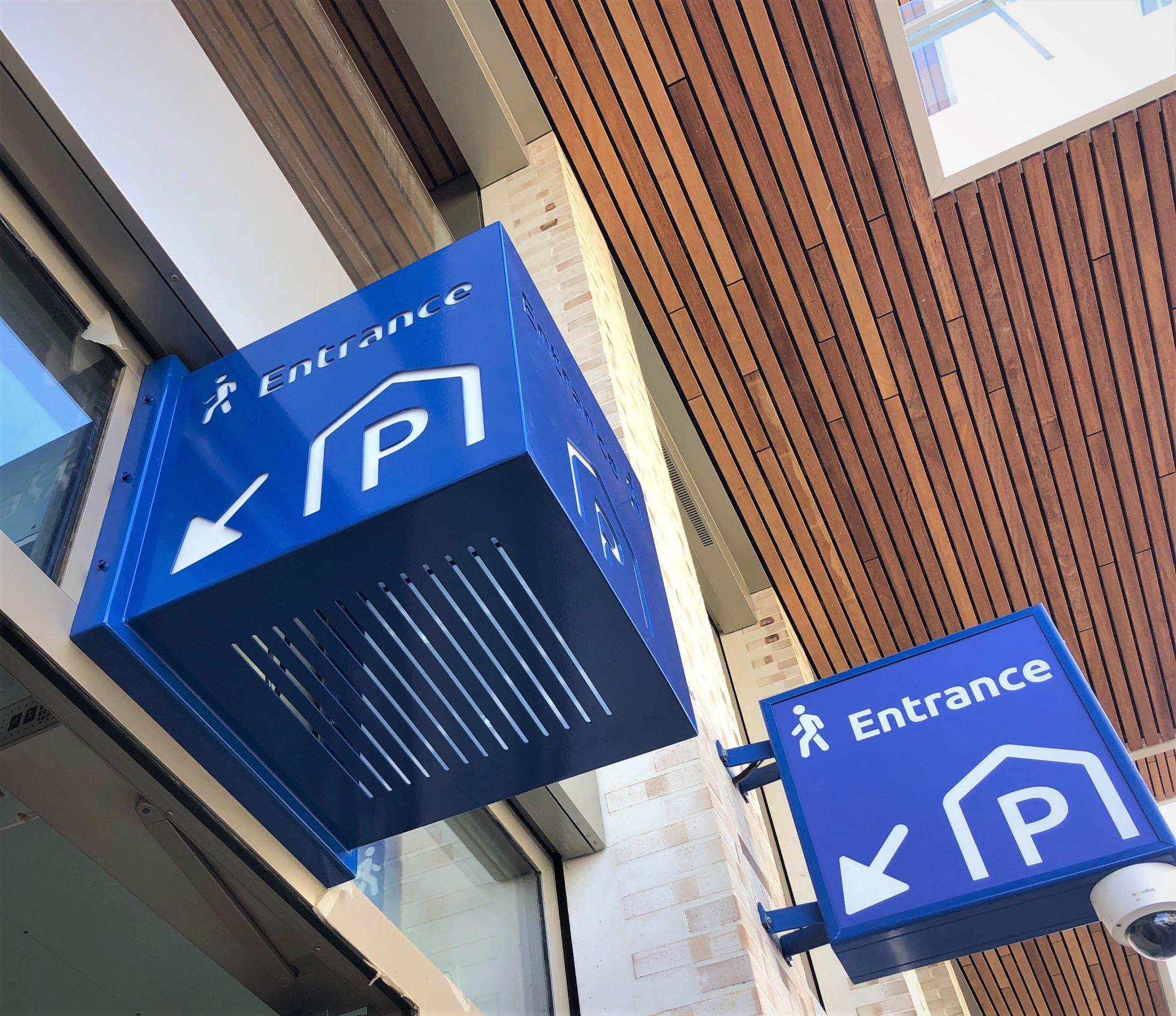 verlichte kubus uitsteeklichtbak FDS Signmakers wayfinding parkeergarages