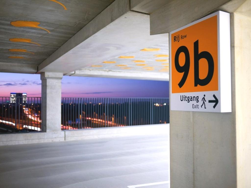 Indoor wayfinding parkeergarage bebording FDS Signmakers