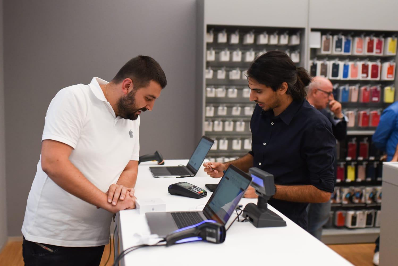 Cliente paga con Apple Pay