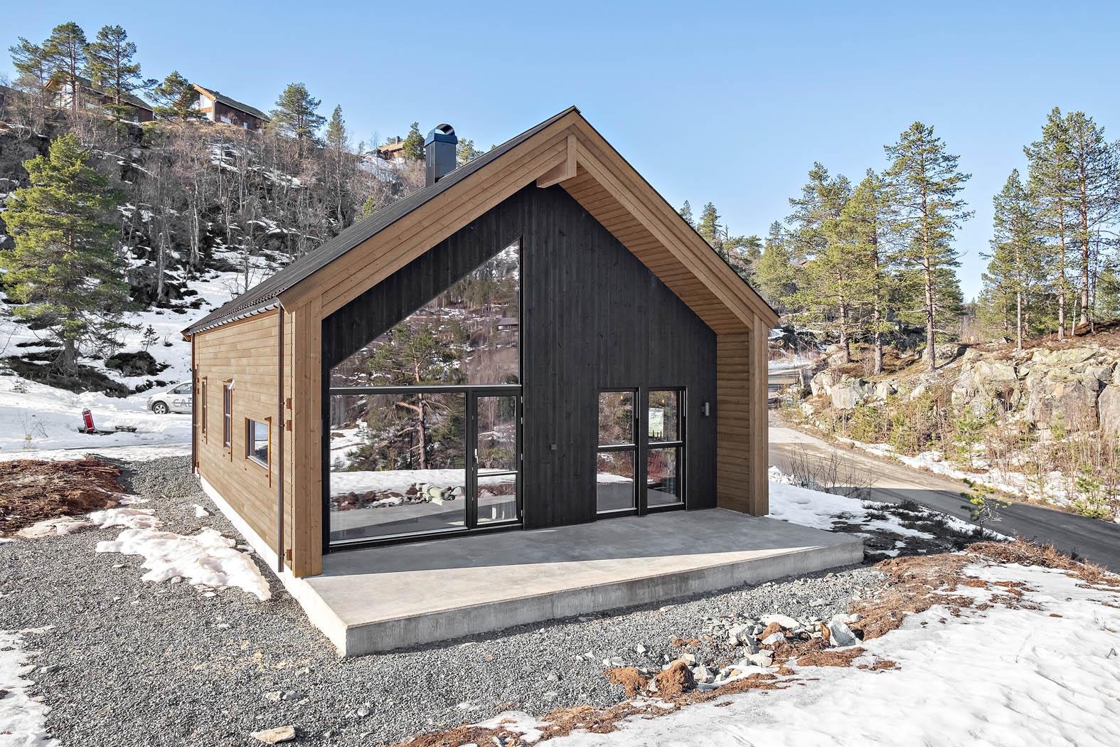 To hytter bygget for salg påSolfonn