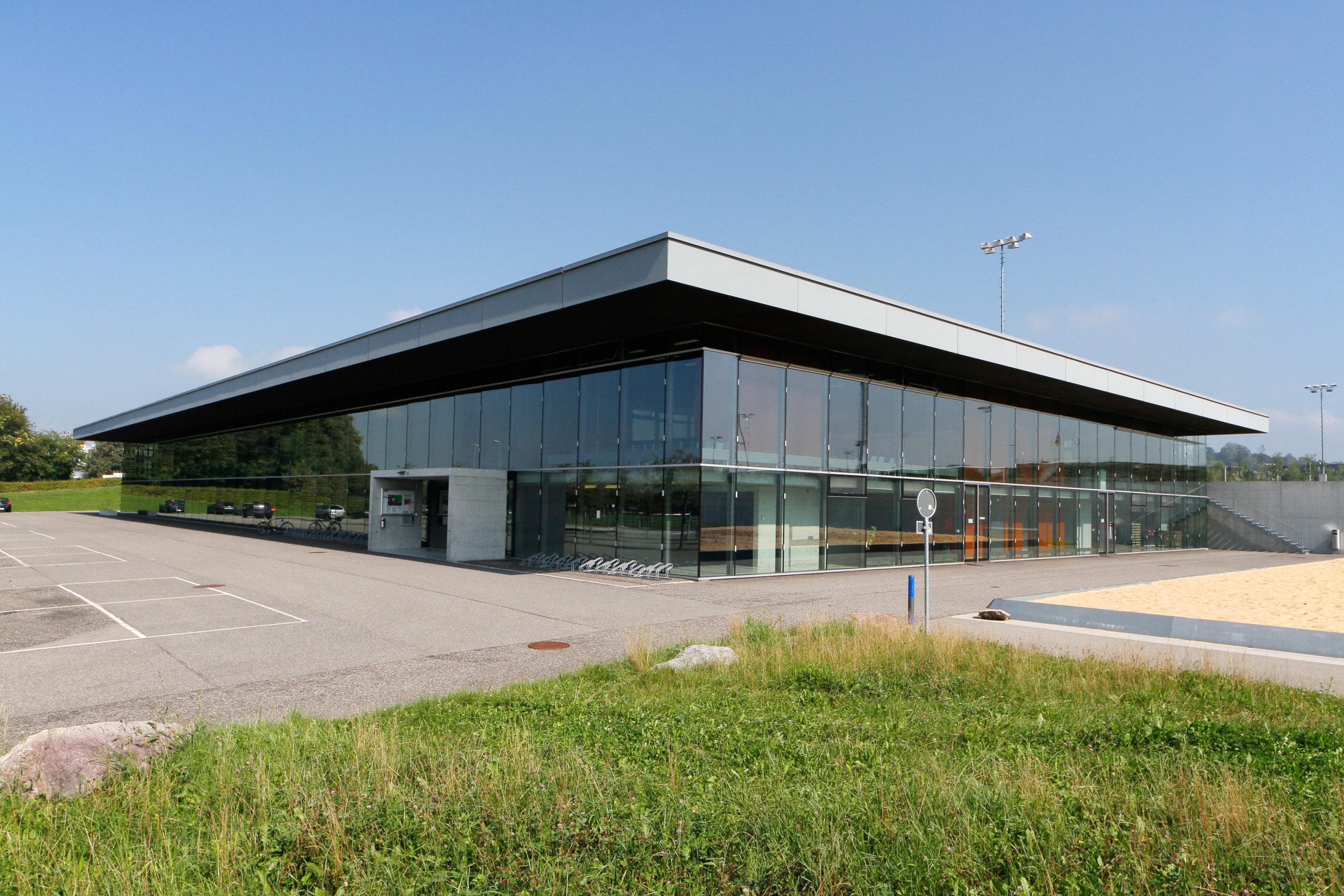 Mehrzwecksporthalle und Schulhaus Lindenbühl
