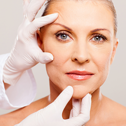 Consultation for an eyelid lift